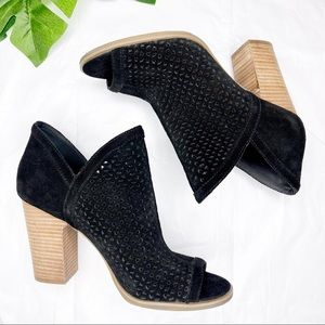 Lucky Brand ankle boot black cut out heels 7.5M